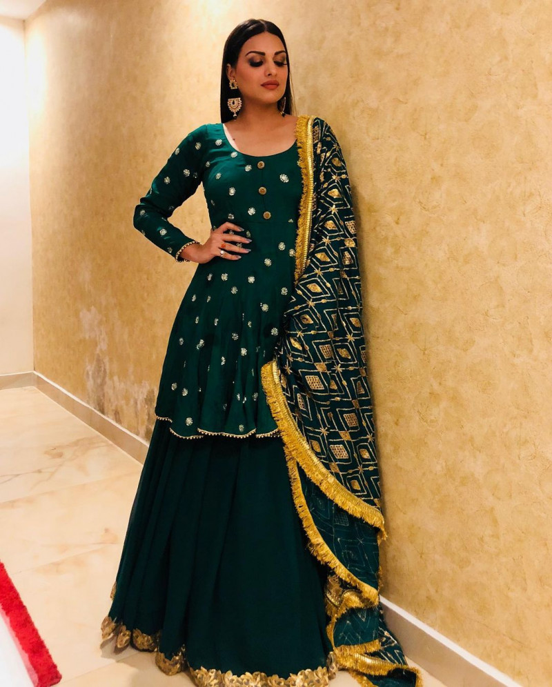 Himanshi Khurana Indian Style Green Bollywood Top With Lehenga