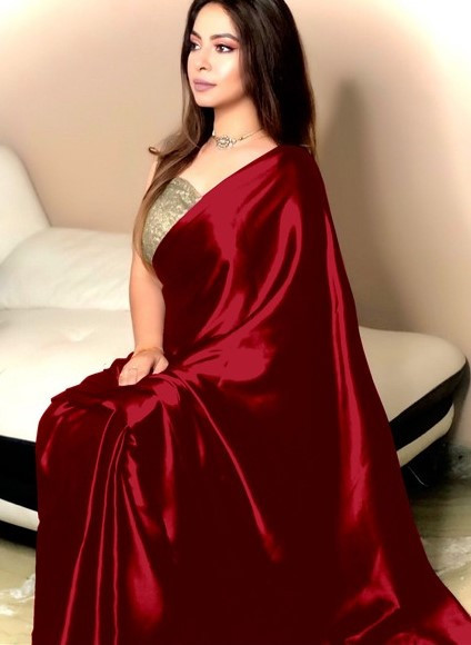 Stylish Maroon Saree with Golden Blouse