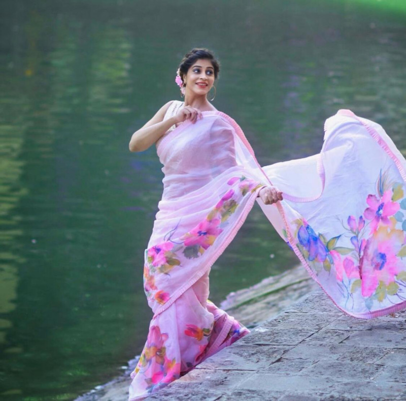 Latest Party Wear Light Pink Georgette Saree With Ruffle Border