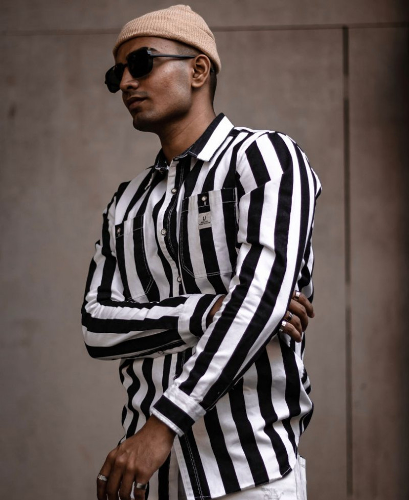 Mens Look Attractive In Black And White Stripe Full Sleeves Shirt King Size Online Shirt in India
