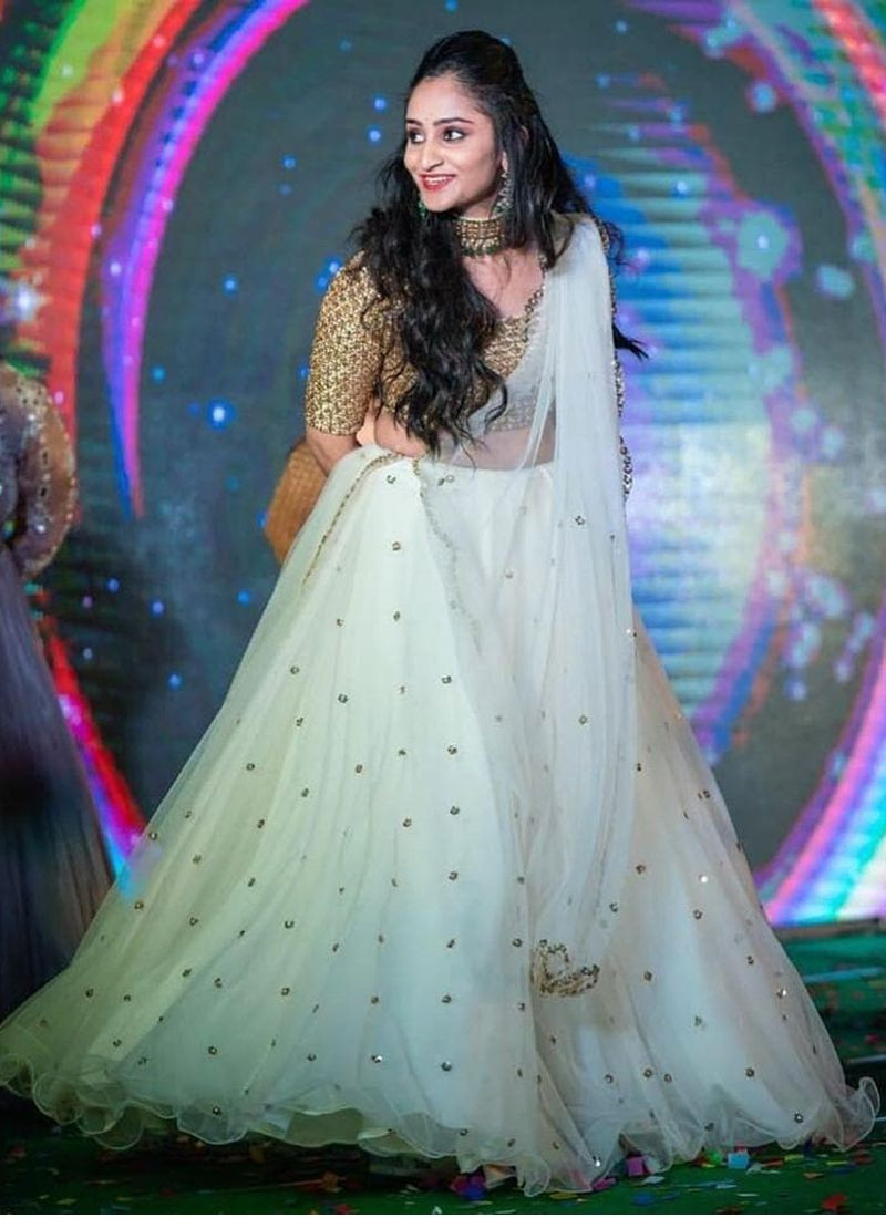 Purchase Beautiful Embroidered White Net Lehenga Chunni For Women Online