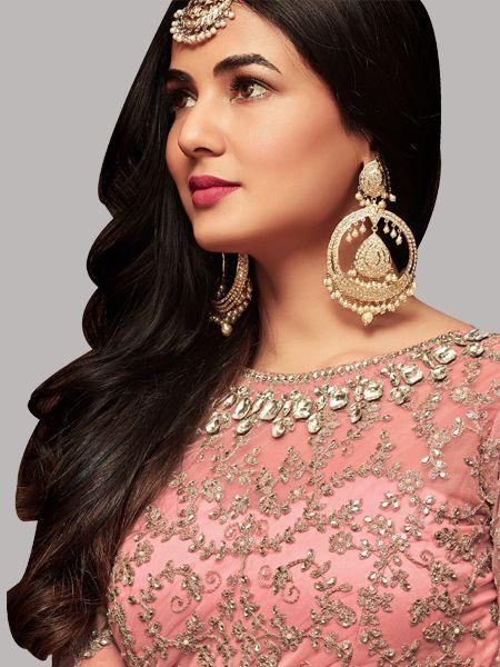 Front Neck Pattern of Sonal Chauhan Latest Bollywood Pink Anarkali Suits - YOYO Fashion